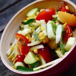 Betterave jaune, fenouil, tomate et basilic thaï en salade