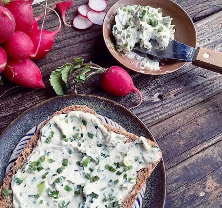 """Bagel au """" fromage """" crémeux de noix de cajou"""